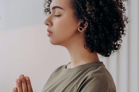 Cómo lograr el bienestar espiritual consultando a un vidente